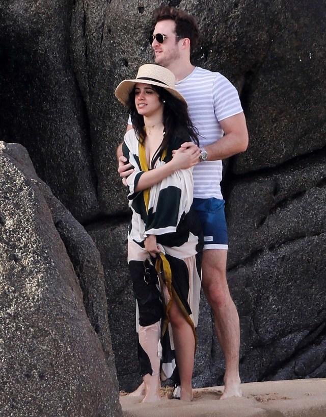 Camila Cabello y Mathew Hussey muy románticos en las playas de México (Grosby Group)