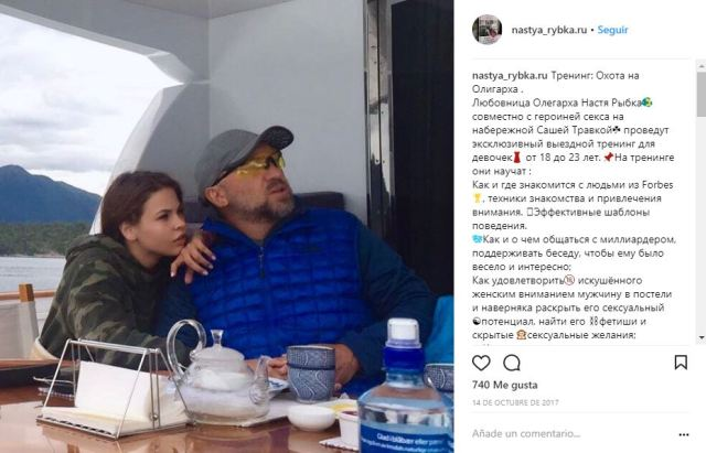 Una de las fotos comprometedoras: Rybka junto al magnate del aluminio Oleg Deripaska