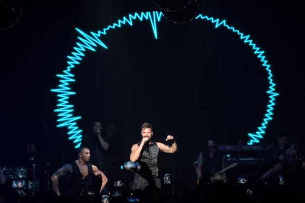 La presentación de Ricky Martin estuvo acompañda de un vibrante show de luces