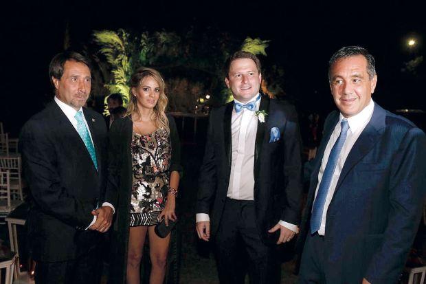 El periodista Eduardo Feinmann junto a su mujer, Alex Campbell y Alejandro Finocchiaro, ministro de Educación de la Nación. (Foto Marcelo Espinosa/GENTE)