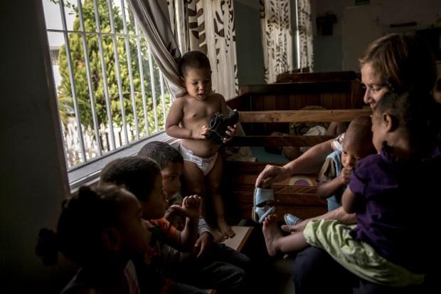 Un grupo de niños en el centro Bambi House, el segundo orfanato privado más grande de Venezuela (The Washington Post / Alejandro Cegarra)
