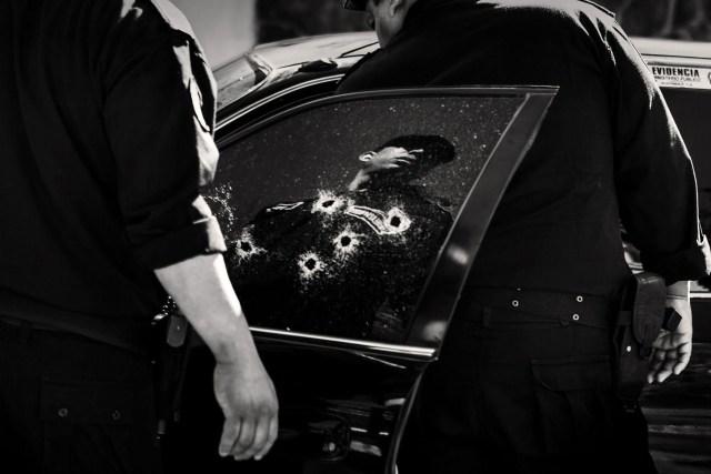 Latidoamerica: luego de años de caos social, narcotráfico y corrupción, muchos latinoamericanos están decididos a rebelarse contra los problemas que aquejan a sus países. El proyecto describe el miedo, la ira y la impotencia de las víctimas en medio del terror cotidiano de las pandillas callejeras, asesinatos y robos, y también aborda la reciente tendencia del turismo de drogas en países como Colombia. (Javier Arcenillas, España)
