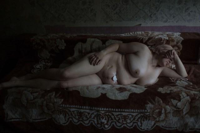 Girls – Niñas: Trabajadoras sexuales fotografiadas en sus apartamentos, en San Petersburgo, Rusia. (Tatiana Vinogradova, Rusia)