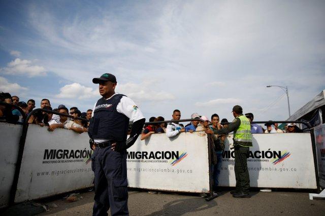 Según Acnur, ya hay más de 1.000.000 inmigrantes venezolanos en Colombia. REUTERS/Carlos Garcia Rawlins