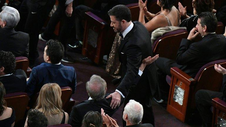 "El momento de la broma de Jimmy Kimmel a Steven Spielberg: ""¿Tiene marihuana?"