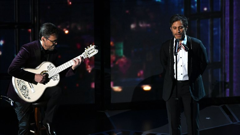 "Gael García Bernal interpretó ""Remember Me"", el tema princioal de la película ""Coco"""