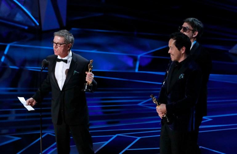 """Paul Denham Austerberry, Shane Vieau y Jeff Melvin ganaron el Oscar a Mejor Diseño de producción por la película """"la forma del agua"""""""
