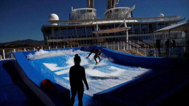 Hay 19 piscinas y, entre otras curiosidades, un simulador de surf