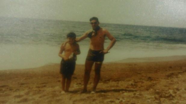 """Acosta y su hijo mayor Diego. """" Te quiero mucho y te considero todo un hombrecito y sabrás ocupar mi lugar en casa cuando yo no estoy"""", le escribió desde las islas"""