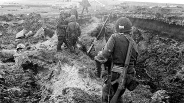 La batalla en Pradera del Gansofue el primer combate terrestre entre las fuerzas británicas y los regimientos argentinos, luego de quelos ingleses desembarcaranen San Carlos