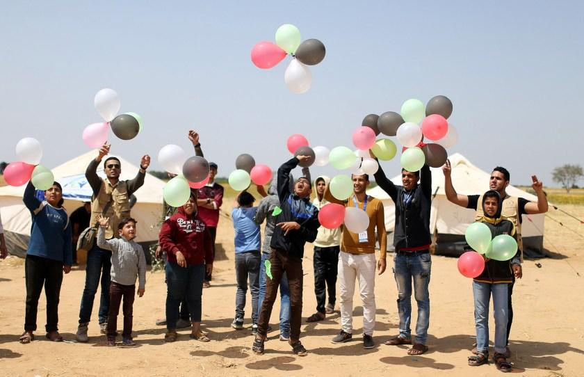 Palestinos protestan cerca a la frontera en la Franja de Gaza (Reuters)