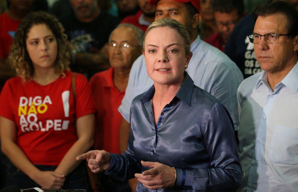 La senadora Gleisi Hoffmann en la manifestación en favor de Lula frente al sindicato metalúrgico en Bernardo do Campo (REUTERS/Paulo Whitaker)