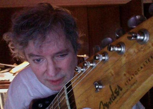 Todd Brassner con una de sus guitarras (Facebook)