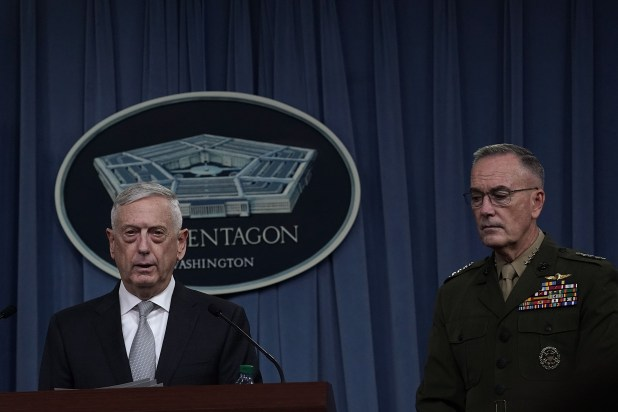 Jim Mattis junto con el generalJoseph Dunford (Alex Wong/Getty Images/AFP)