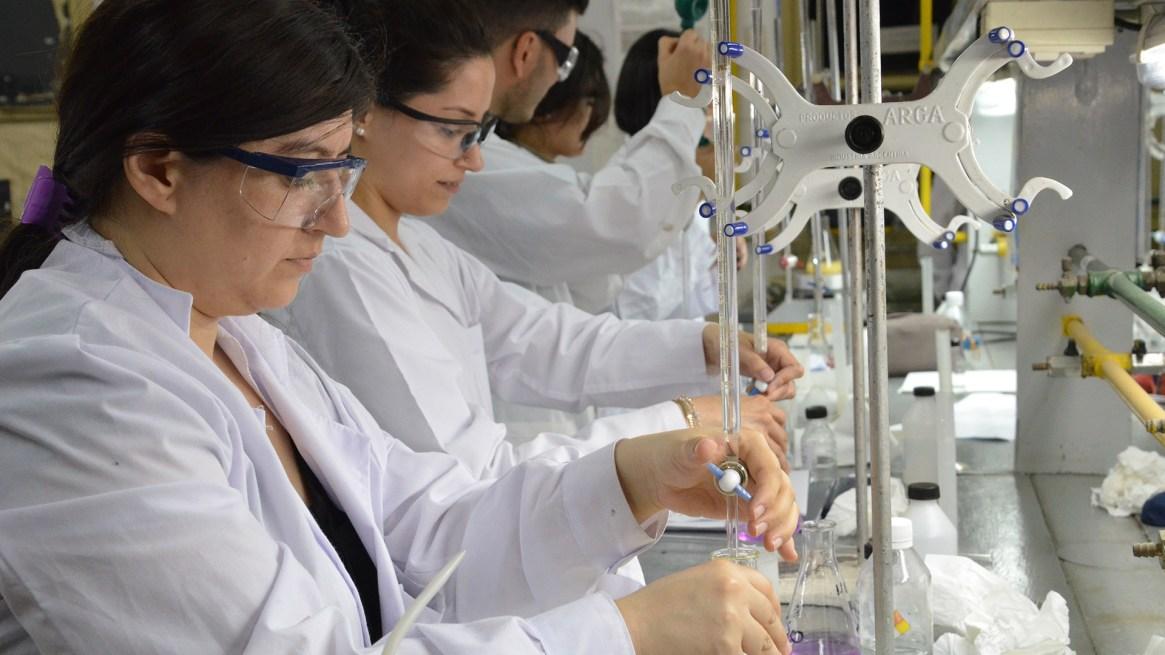 Estudiantes de ingeniería de la UTN