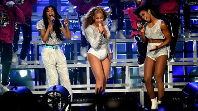Beyoncé encabezó una de las jornadas del Festival de Coachella en California (Getty)