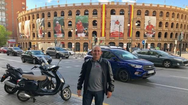 Pablo Cabaleiro, más conocido como El Mago Sin Dientes, cumplió su sueño de viajar a Europa. El mediático visitó la Plaza de Toros de Valencia, en España