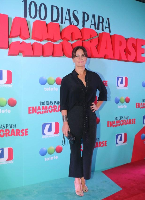 Nancy Dupláa se pone en la piel de Antonia Salinas, una empleada de una inmobiliaria que está casada con Coco Carulias. Ella también se replantea su relación de pareja