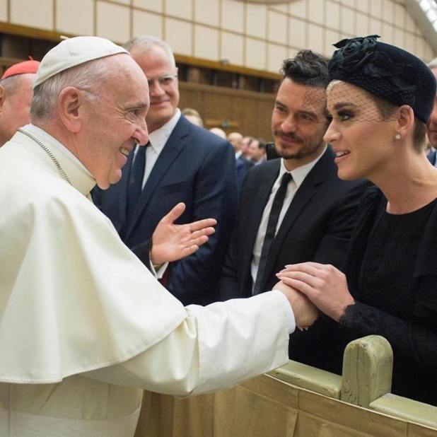 Katy Perry y Orlando Bloom frente al papa Francisco en abril de 2018. (Foto Instagram)