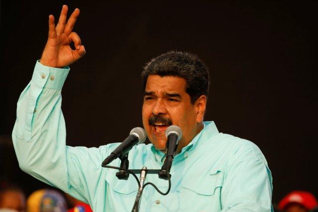 El dictador Nicolás Maduro acusó a Todd Robinson de conspiración (Reuters)