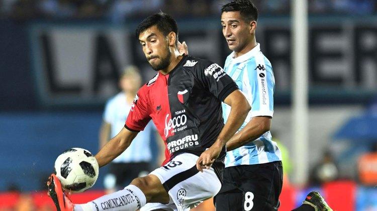 """El """"Pulpo"""" González erró un gol insólito frente al arco, cuando el partido estaba empatado a favor de Racing (Foto: Télam)"""
