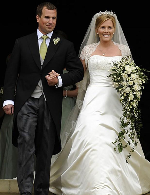 Peter Phillips y Autumn Kelly, la novia con un diseño en tono off white con un vestido de seda y encaje