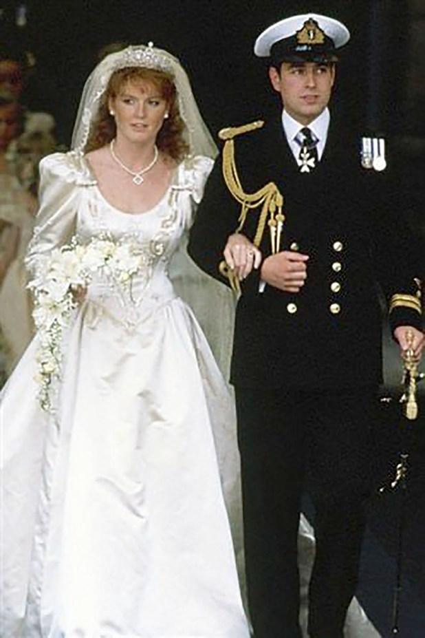 El príncipe Edward y Sarah Fergunson el saliendo de la Abadía Westminister