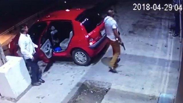 Los atacantes volvieron al bar luego de que los corrieron por maltratar a una mujer
