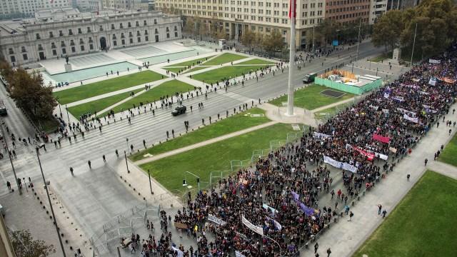 La manifestación en Santiago de Chile recorrió puntos estratégicos de la ciudad (AFP)