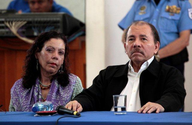El presidente de Nicaragua, Daniel Ortega, y su esposa, la vicepresidente Rosario Murillo, en la mesa del Diálogo Nacional (REUTERS/Oswaldo Rivas)