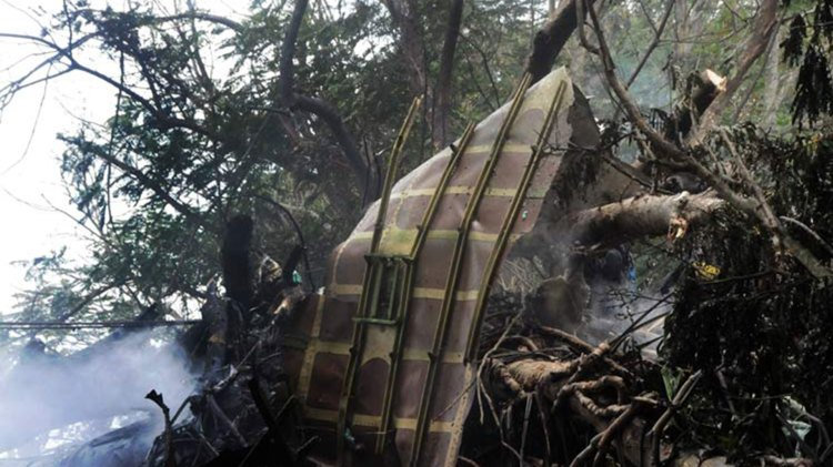 El avión se estrelló cerca del aeropuerto José Martí y se incendió (Prensa Latina)