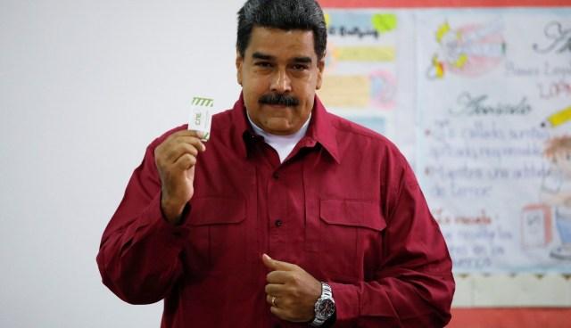 """Maduro advirtió este domingo que en las elecciones puede haber """"votos o balas"""" (REUTERS)"""