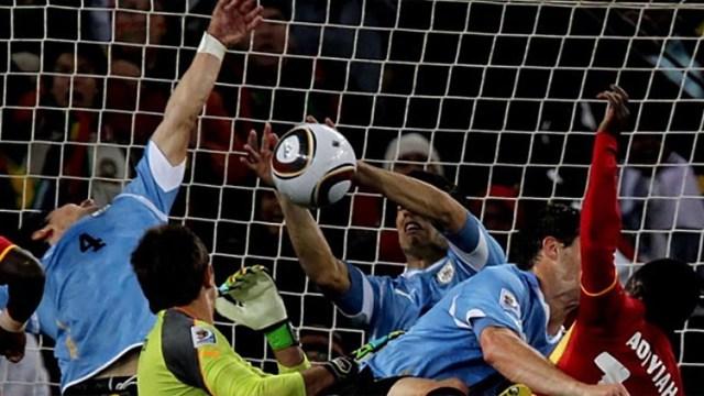 La famosa mano de Luis Suárez contra Ghana, en Sudáfrica 2010