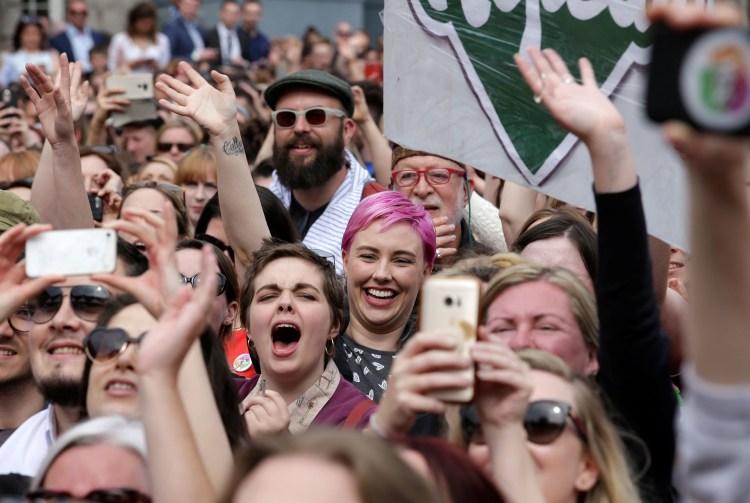 Celebraciones en Dublin por la legalización del aborto en Irlanda (REUTERS/Max Rossi)