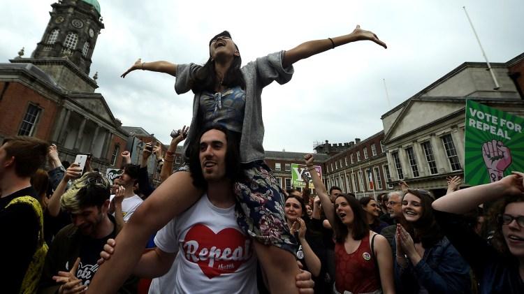 Celebraciones en Dublin, Irlanda, por la liberalización de la ley de aborto(REUTERS/Clodagh Kilcoyne)