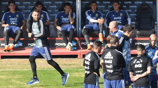 El único de los 23 que entrenó diferenciado es Nicolás Otamendi (Télam)