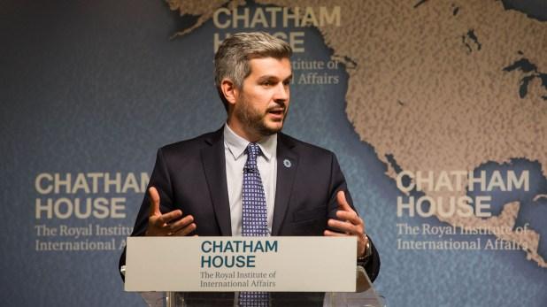 El jefe de Gabinete disertó en la sede del Instituto Real de Asuntos Internacionales