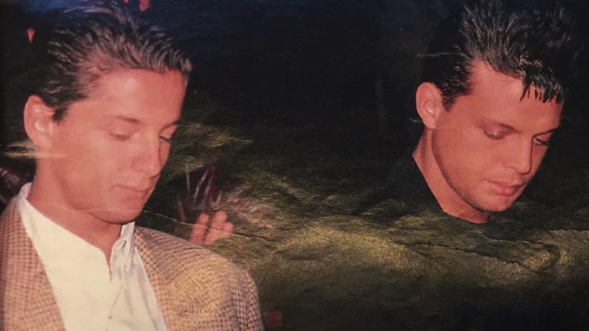 Luis Miguel y uno de sus hermanos, en el último adiós a Luisito Rey