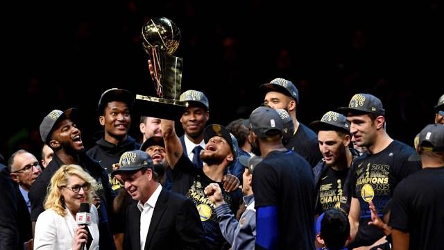 Golden State Warriors, campeones por segundo año consecutivo de la NBA (Reuters)