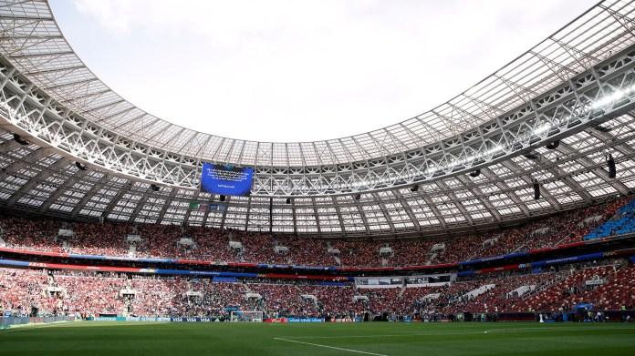 El Estadio Olímpico Luzhniki abrió sus puertas a más de 80.000 espectadores de todo el mundo para presenciar la ceremonia de inauguración del Mundial y, posteriormente, el partido entre Rusia y Arabia Saudita, dirigida por el técnico argentino Juan Antonio Pizzi (REUTERS/Christian Hartmann)