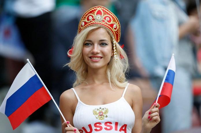 Una modelo rusa posó en la víspera del primer partido de la Copa del Mundo de 2018(AP Photo/Antonio Calanni)