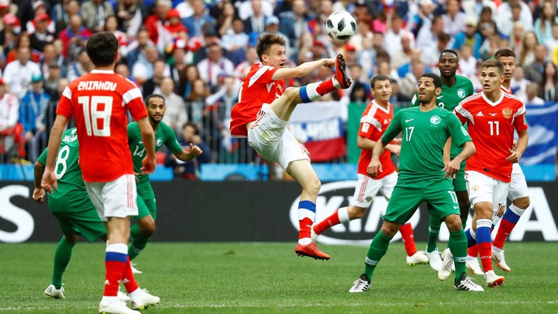 Golovin, uno de las figuras de Rusia, sin dejar de sacrificarse por el equipo (Foto: Reuters)