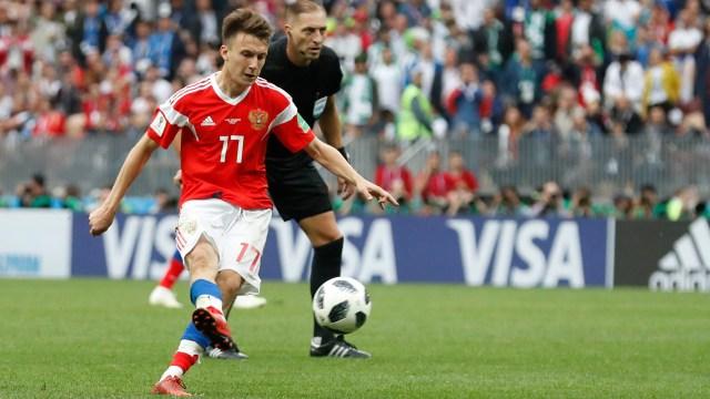 Alexander Golovin anota el quinto gol en el primer partido de la Copa del Mundo (Foto: AP/Antonio Calanni)