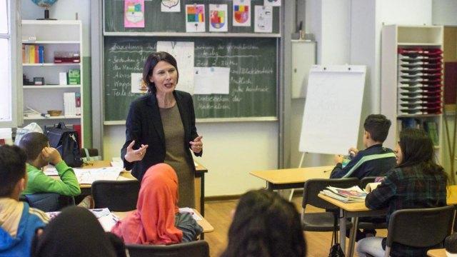 Maestra en una escuela en Alemania (Reuters)