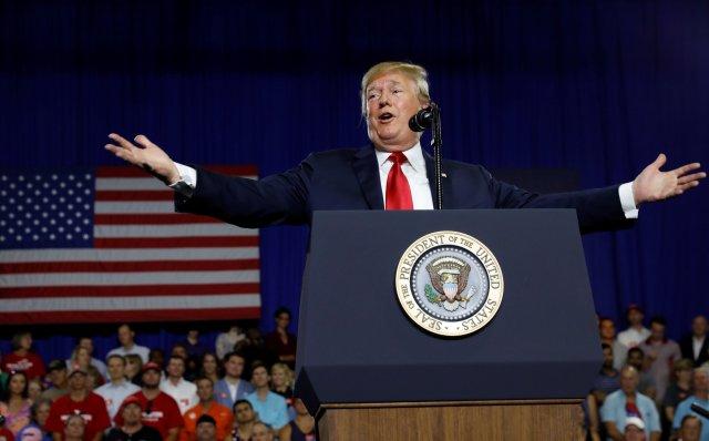 El presidente Trumppodría verse obligado a cumplir su promesa de revelar su historial impositivo(REUTERS/Kevin Lamarque)