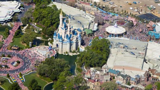 Unavocera de la empresa recordó que esilegalechar cenizas en Disney World, que no lo autoriza.