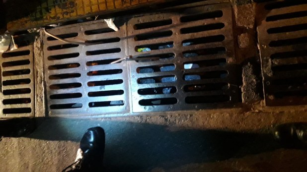 En esta alcantarilla encontraron el arma que habría utilizado el músico en el crimen