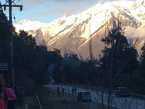 Efectivos de Gendarmería Nacional se dirigen al lugar (Gentileza Bariloche2000)