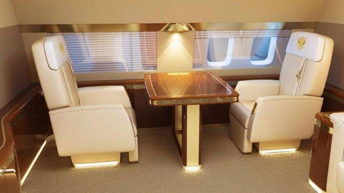 El video de Vladimir Putin observando a su escolta aérea se grabó en asientos como estos (CEN)