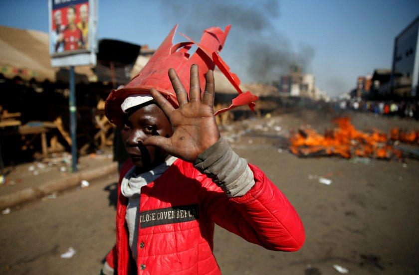 Los disturbios en Harare dejaron al menos 3 muertos (REUTERS/Philimon Bulawayo)